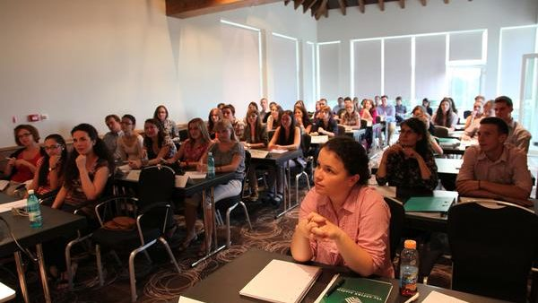 Tinerii se pot înscrie acum la cursurile Aspire Academy la Poiana Brașov