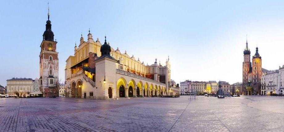 Vara aceasta călătorește la Cracovia. Participă la Visegrad Summer School