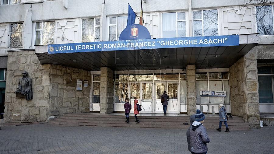 (foto, video) Alertă cu bombă la liceul Gheorghe Asachi. Elevii au fost evacuați