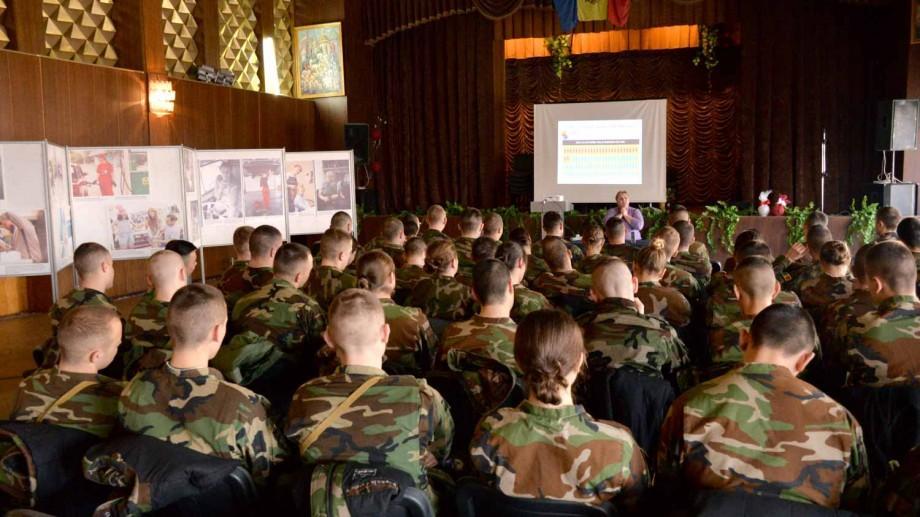 """(foto) Ce cred studenții Academiei Militare """"Alexandru cel Bun"""" despre egalitatea în bază de gen"""