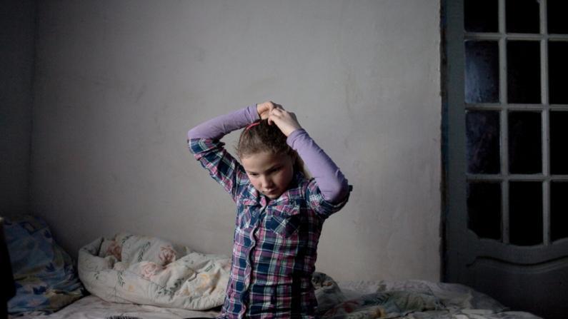 """(foto) """"Orfanii sociali"""" ai Moldovei, văzuți prin obiectivul unei fotografe spaniole"""