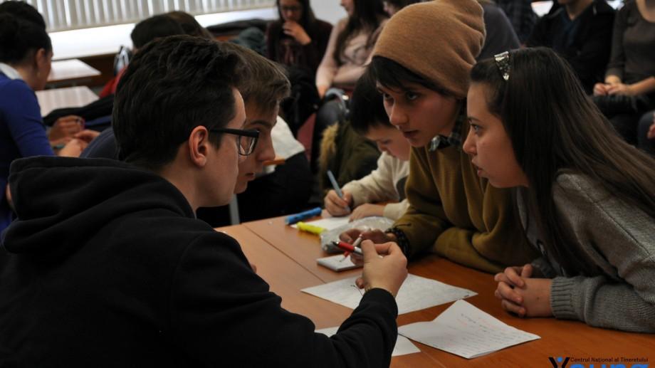 Tinerii curioși sunt invitați să-și înscrie echipa la Diviziile de Ce? Unde? Când?