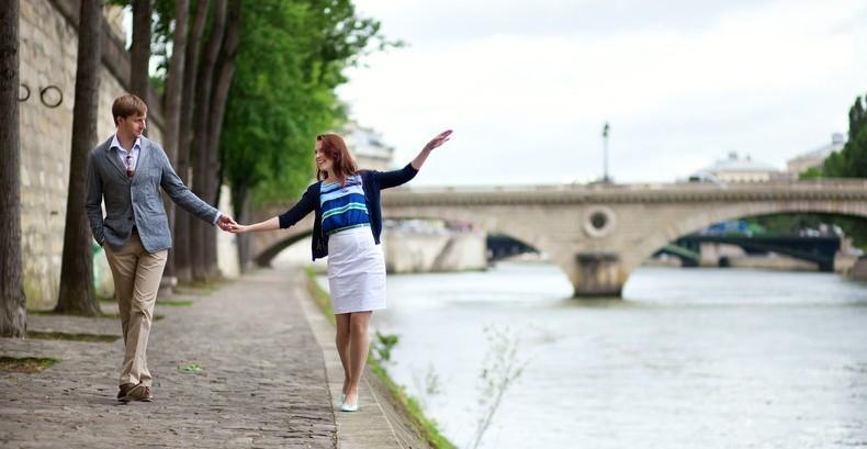 Un psiholog de la Harvard explică de ce o plimbare este perfectă pentru prima întâlnire