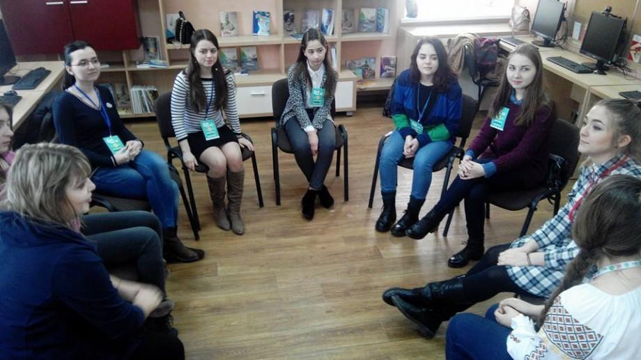 (foto) Tinerele din țară își dezvoltă abilitățile IT în cadrul unui program de dezvoltare