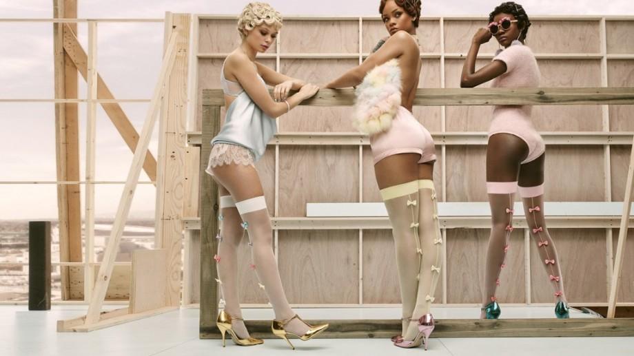 (foto, video) Rihanna lansează o colecție inedită de șosete pentru primăvara 2016