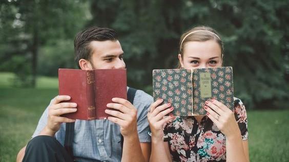 (foto) Zece cărți bune pentru adolescenți, care pot fi citite dintr-o răsuflare