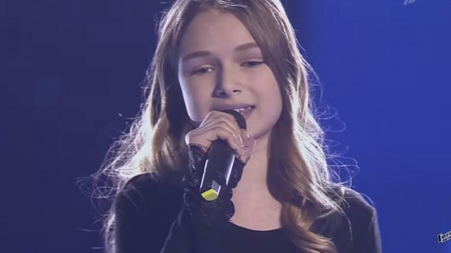 """(video) Tânăra din Chișinău Eva Timuș a acces în finala concursului """"Голос Дети"""""""