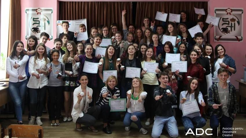 """(foto) """"EcoMania"""" promovează voluntariatul. Proiectul și-a premiat cei 33 de coordonatori locali"""