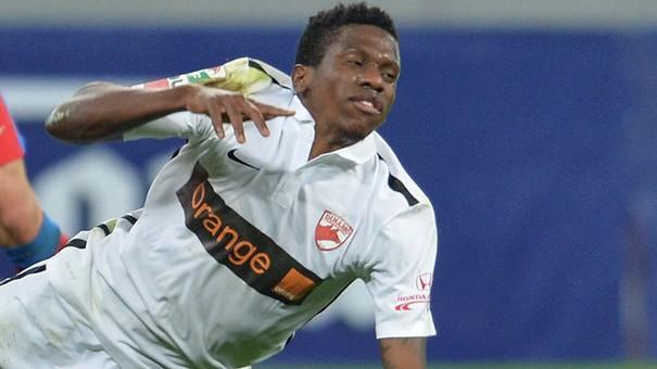 (foto) Fotbalistul de la Dinamo, Patrick Ekeng, a murit. Mijlocașul a făcut spot cardiac după ce s-a prăbușit  pe teren