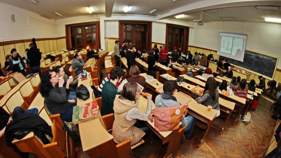 Învățăm româna de la distanță. Peste o sută de tineri alolingvi o vor putea studia la distanță