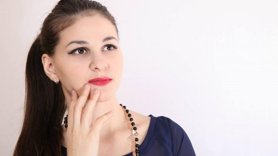 """Elena Mihalachi, poetă: """"Poezia cu vers alb nu este ușor acceptată, pentru că moldovenilor le plac lucrurile simple"""""""