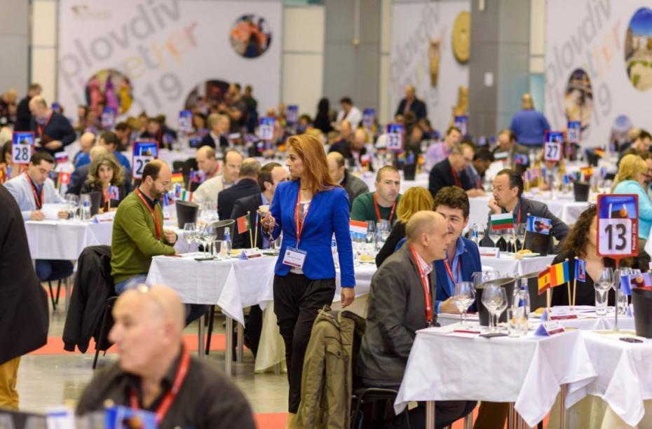 Zeci de vinuri autohtone premiate internațional vor fi degustate  la Vernisajul Vinului, ediția a X-a Cuvée Jubiliară
