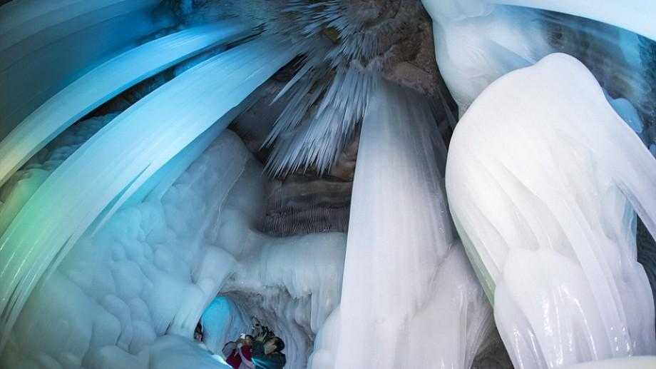 (foto) Cea mai bizară peşteră din lume. Gheaţa nu se topeşte nici la 17 grade celsius