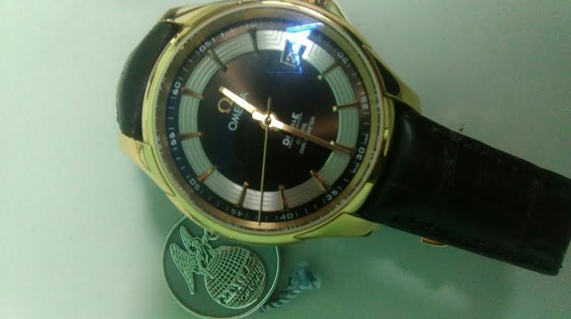 (foto, video) Doi tineri, reținuți la Palanca. Aveau la ei patru ceasuri furate de la magazinul de lux din centrul Capitalei