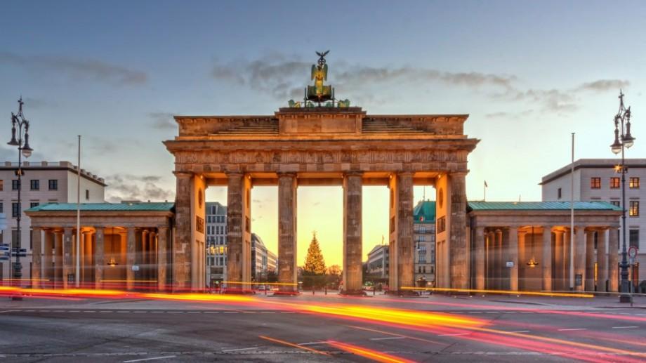 Câștigă o bursă la Berlin, pentru a absolvi un stagiu de practică în cadrul biroului unui deputat german