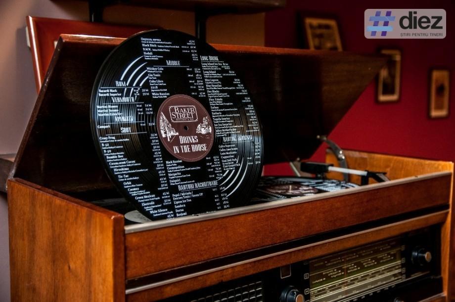 (foto) Best of: Primul meniu din Chișinău imprimat pe un disc de vinil