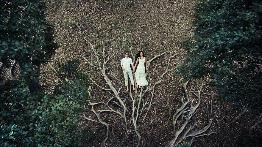 (foto) Singuri în lume. O fotografă surprinde cu ajutorul dronei intimitatea tinerilor recent căsătoriți