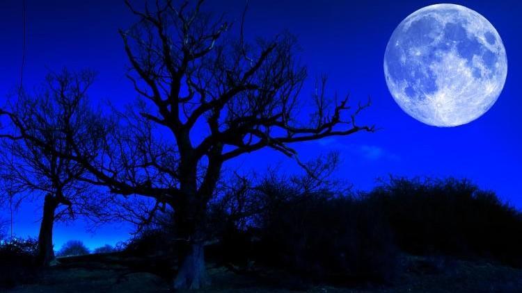 În noaptea de 21 spre 22 mai cerul ne bucură cu fenomen astronomic rar – Luna Albastră