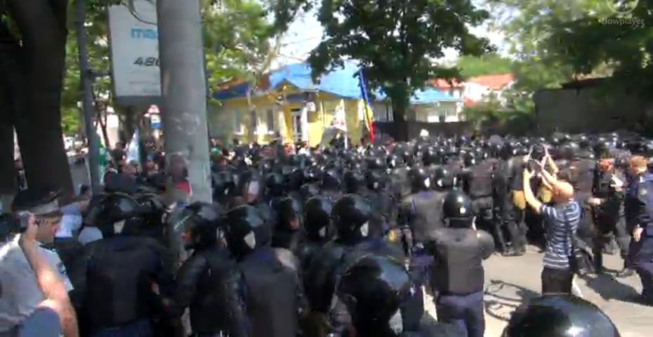 (video) #FărăFrică: Marșul comunității LGBT din Moldova, marcat de incidente