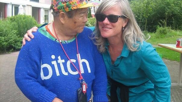 (foto) Culmea penibilului. Cum poartă asiaticii tricouri inscripționate cu mesaje în limba engleză