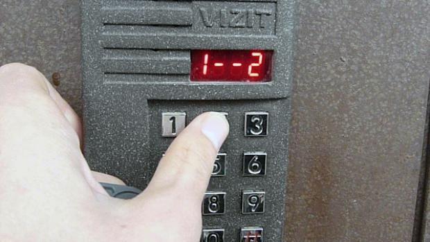 (video) Mitul accesului securizat în blocurile de locuit. Cum poți deschide toate ușile din Chișinău cu un set de chei universale