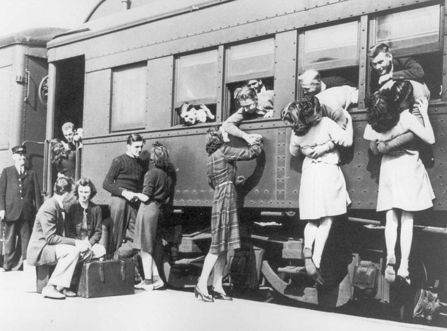 old-photos-vintage-war-couples-love-romance-26-5732d80aec7ef__880