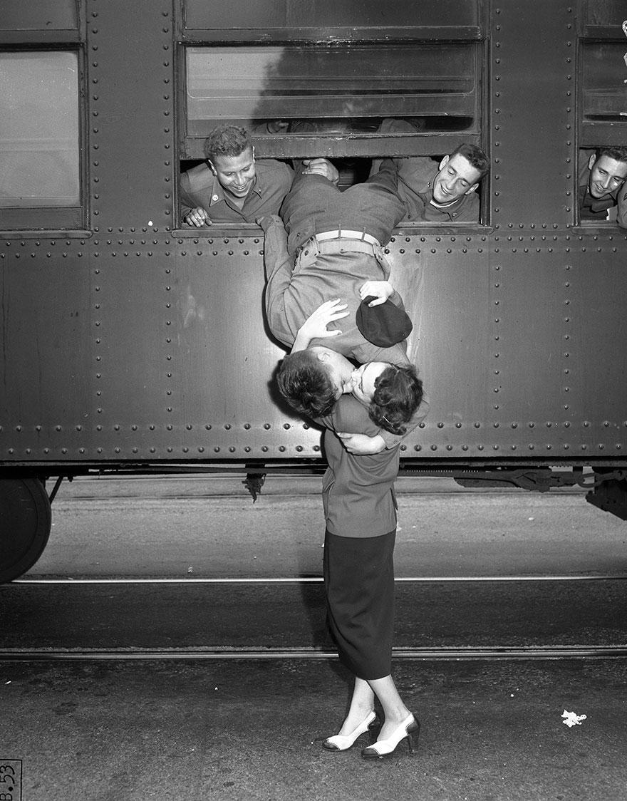 old-photos-vintage-war-couples-love-romance-33-573302d73cfbc__880