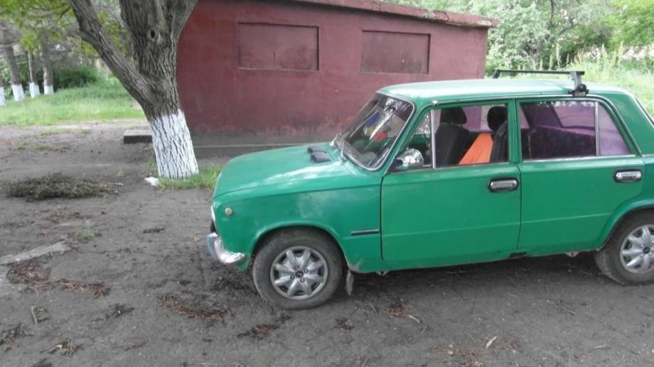 A furat mașina pentru a pleca la discotecă în satul vecin, dar ghinion, i s-a terminat combustibilul pe drum