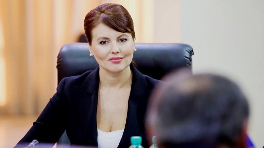 (foto) Ce ținută a ales să poarte fiica Ninei Ștanski la balul său de absolvire