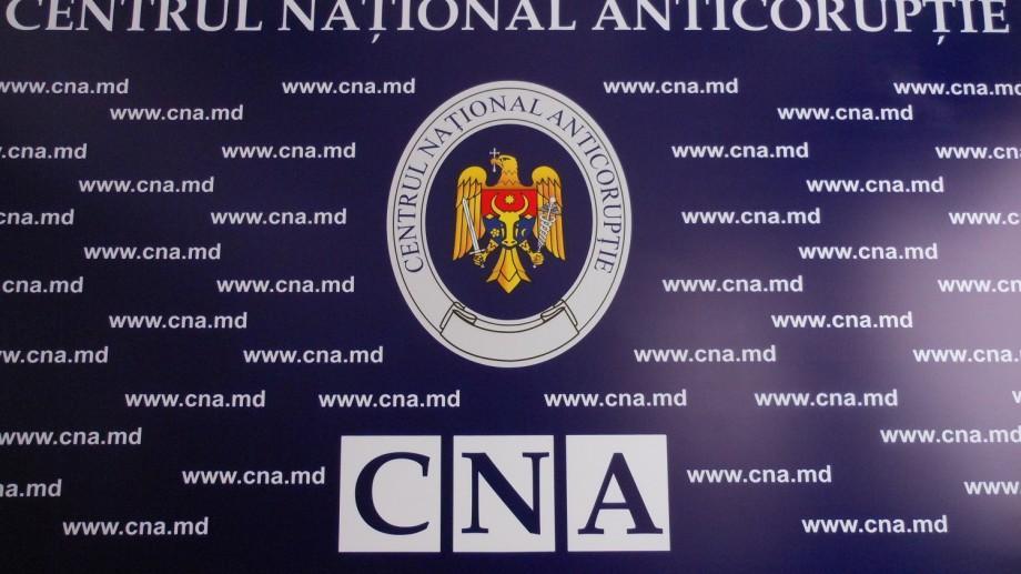 Un ofițer CNA este învinuit de trafic de influență. A cerut 100.000 de euro pentru a clasa un dosar