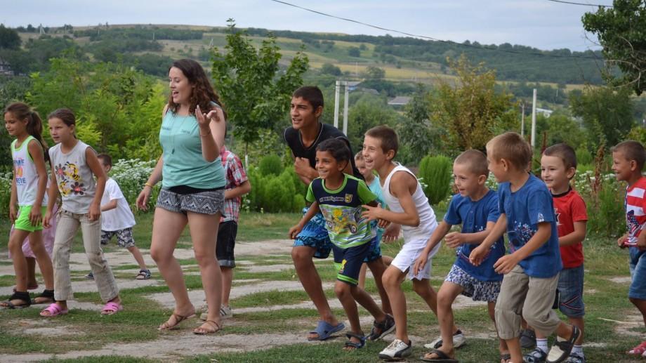 (foto, video) Vara devino voluntar în satele din Moldova alături cei peste 40 de voluntari din Irlanda și Marea Britanie