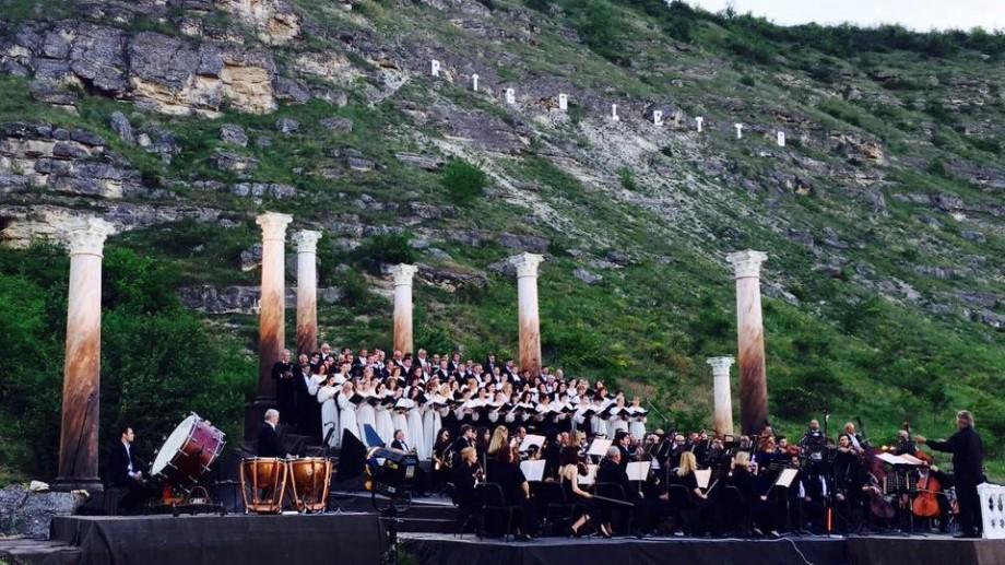 """(foto) Cum s-a desfășurat prima ediție a Festivalului de muzică clasică în aer liber """"descOPERĂ"""""""