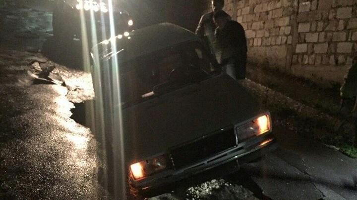 Consecințele ploii de marți: Au fost deblocate 24 de automobile, iar unul a căzut într-o gaură