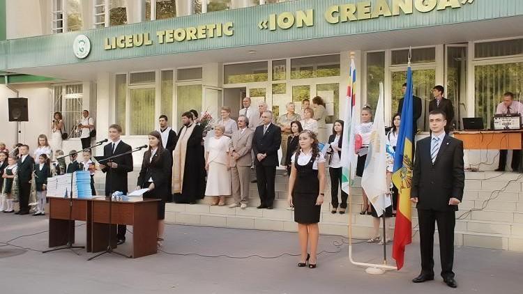 """(video) Elevii de la Ion Creangă au spus adio școlii prin versurile lui Carla's Dreams: """"Of, vine BAC-ul"""""""