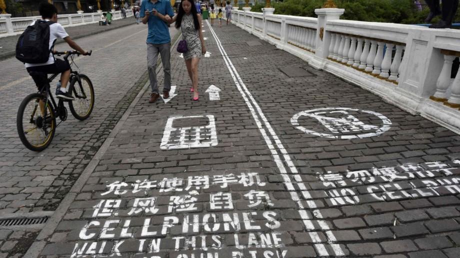 În Coreea de Sud au fost instalate indicatoare stradale pentru dependenții de telefoane