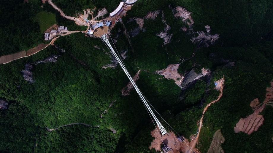 (video) Probabil e cel mai înfricoșător pod! Așa arată cel mai lung pod din sticlă din lume