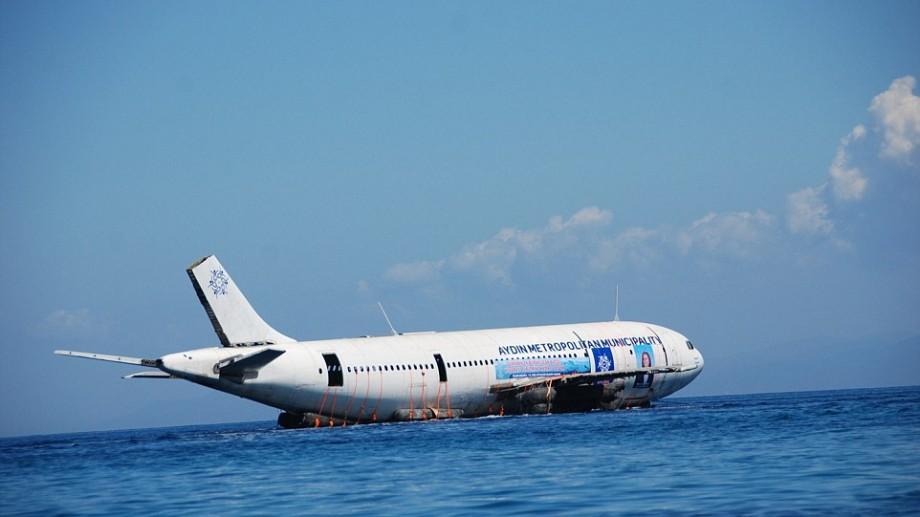 (video) Autoritățile din Turcia au scufundat un avion în marea Egee ca să atragă turiști