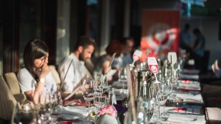 """(foto) Zeci de arome și gusturi într-un singur pahar cu vin. """"Wine Live"""" a răcorit o seară călduroasă de iunie"""