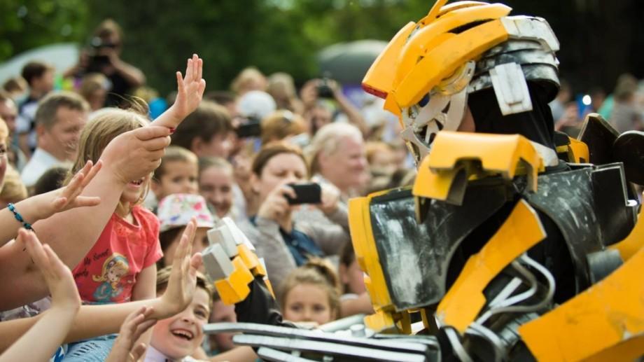 (foto) Bumblebee, tobogane și înghețată gratuită – așa s-a sărbătorit Ziua Copilului la Orhei