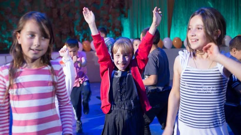 Fundaţia Orange contribuie la integrarea culturală a copiilor din familii dezavantajate