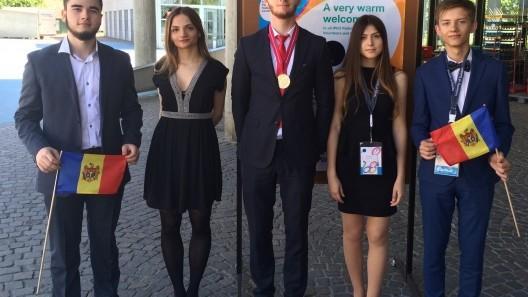 (foto) Elevii din Moldova au obținut două medalii la Olimpiada Internaţională de Fizică 2016