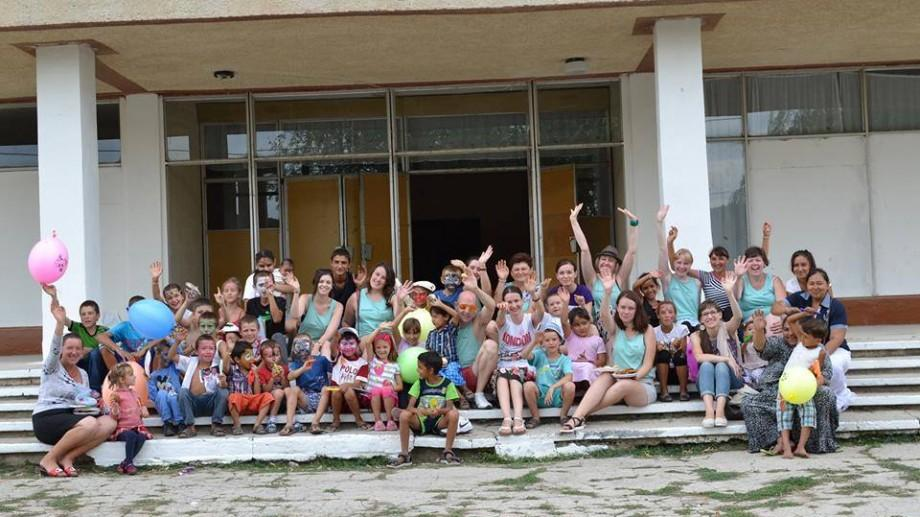(foto) 40 de voluntari internaționali vor ajuta familiile vulnerabile din Moldova și copii defavorizați