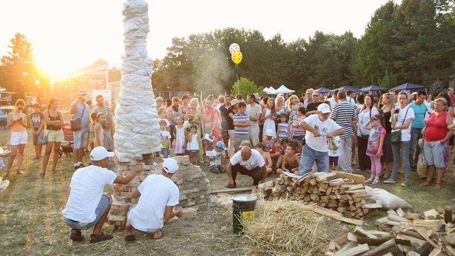 (foto) Picturi, spectacol al focului și delicii – iată ce vei găsi sâmbătă, la Festivalul Cucuteni 2016