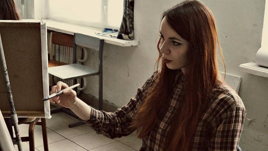 (foto) Cristina Buga, tânăra care pictează modele nud și transpune prin artă problemele actuale ale populației