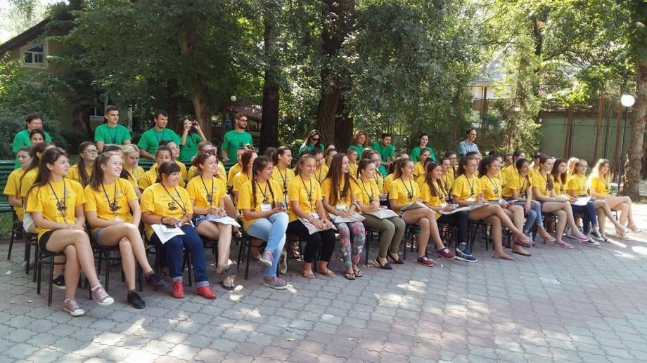 60 de tinere din toate colțurile Moldovei participă la Școla de Vară pentru Tinerele Lidere