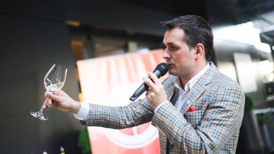 (foto) În vara 2016, peste 300 pasionați de Vinul Moldovei au devenit mai Wine Friendly