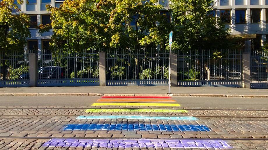 Un grup de tineri și-au propus să evidențieze trecerile de pietoni cu ajutorul Street Art-ului