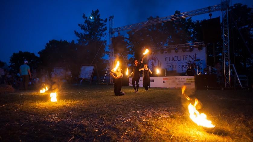 (foto) Atmosfera creativă a festivalului Cucuteni 2016 a pus pe jar oaspeții de la Ivancea