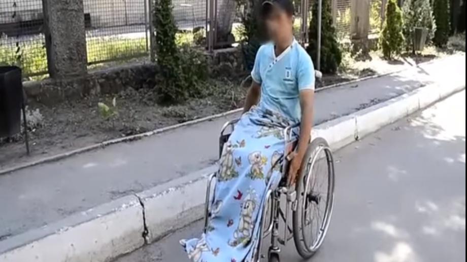 """(video) Cum păcălea un cerșetor în scaun cu rotile șoferii din Chișinău. """"Amăgesc, dar nu-i altfel cum"""""""