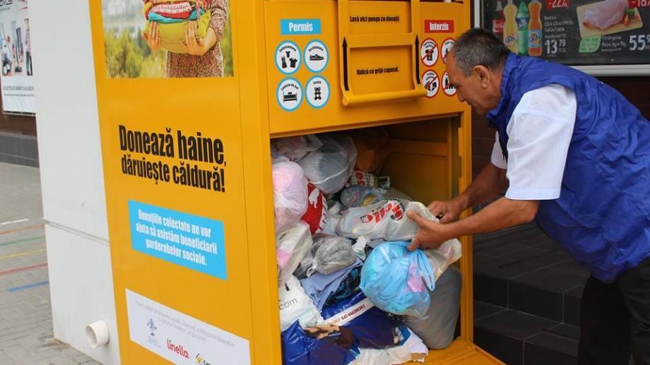 (foto) La câteva zile de la lansare în Chișinău, boxele de colectare a hainelor sunt deja pline